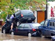 lluvias_en_argentina_inundaciones_carros_chocados_efe_320_