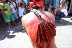 flagelados-y-crucificados-en-filipinas-18_323x216