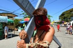 flagelados-y-crucificados-en-filipinas-4_590x395