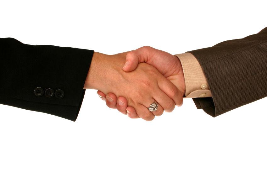 Handshake_business-man-and-woman-correct_iStock_000000306702Small