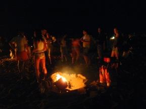 La festividad de la Noche de San Juan, tradición antiquísima, está ligada al fuego y las hogueras y a la celebración de la llegada del solsticio de verano, pues uno de los motivos por los cuales se celebraba era para dar más fuerza al sol.