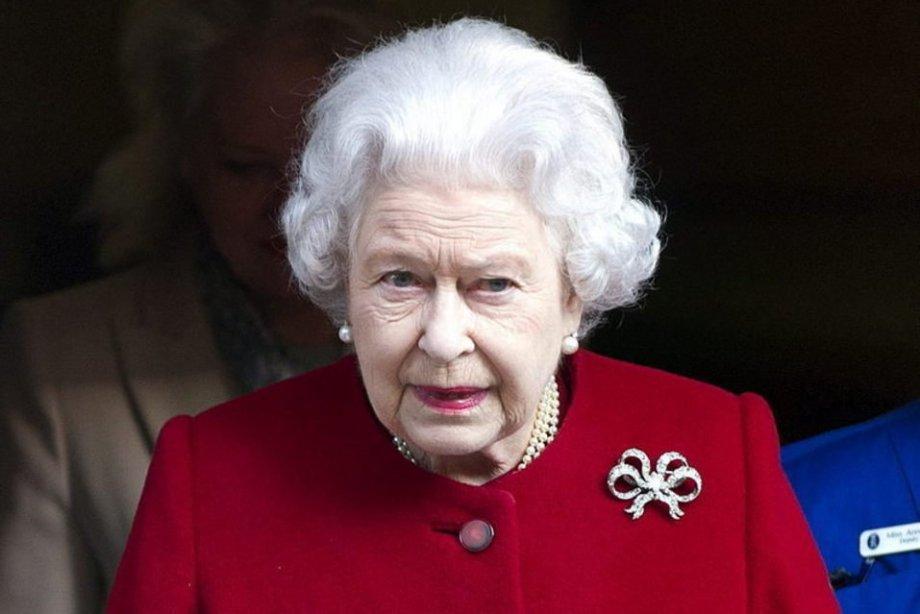 La-reina-Isabel-II-de-Inglater_54367992930_54028874188_960_639